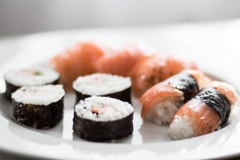 sushi med lax
