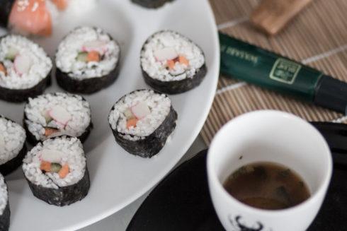 sushi med lax och crabsticks