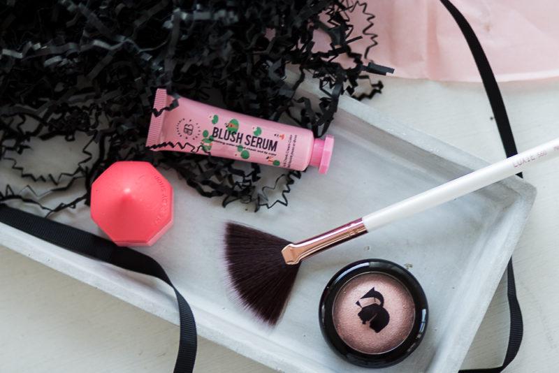 solfjäderformad makeupborste